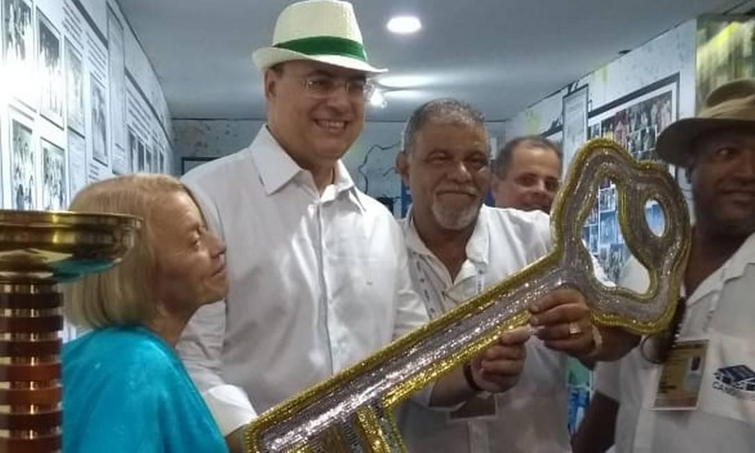 Governador inaugurou uma exposição em homenagem ao centenário de Candonga, ex-administrador do Sambódromo Foto: Luiz Ernesto Magalhães / Agência O Globo