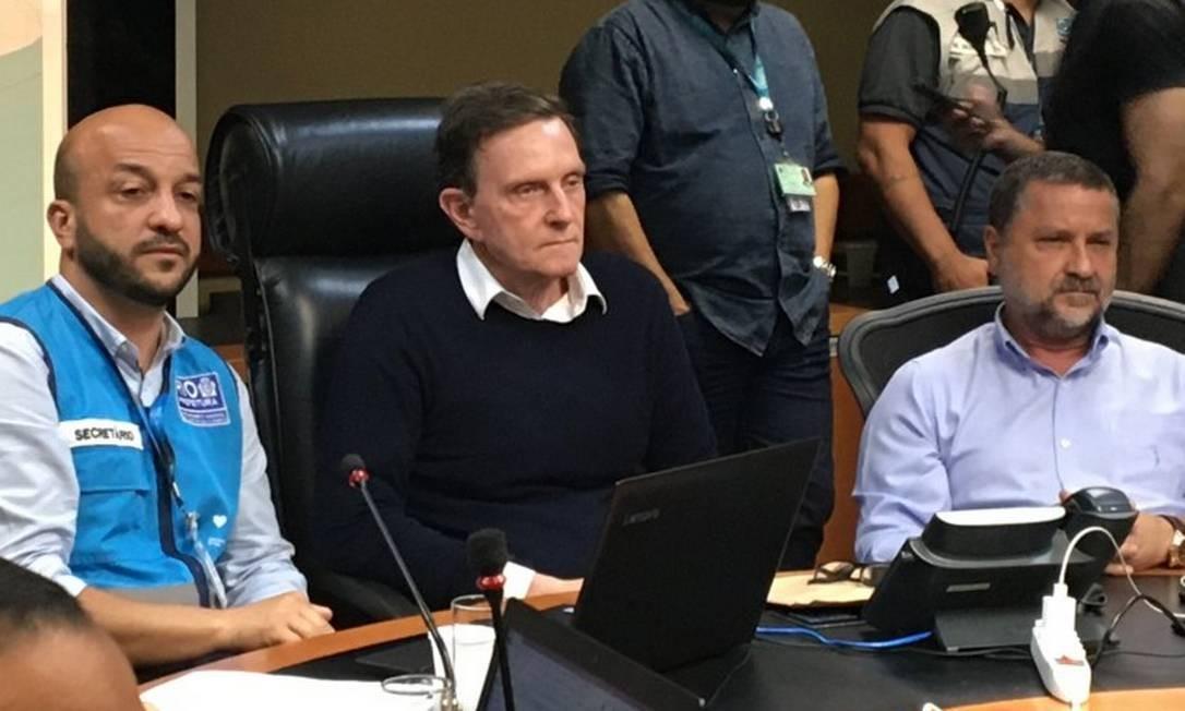 Marcelo Crivella durante coletiva de imprensa no Centro de Operações Rio (COR) Foto: Paulo Cappelli / O Globo
