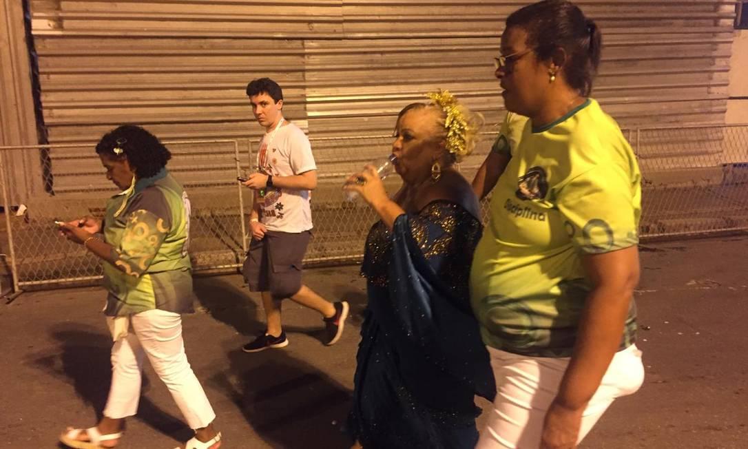 Presidente do Império Serrano, Vera Corrêa sai do Sambódromo após desfile da escola Foto: João Paulo Saconi / Agência O Globo