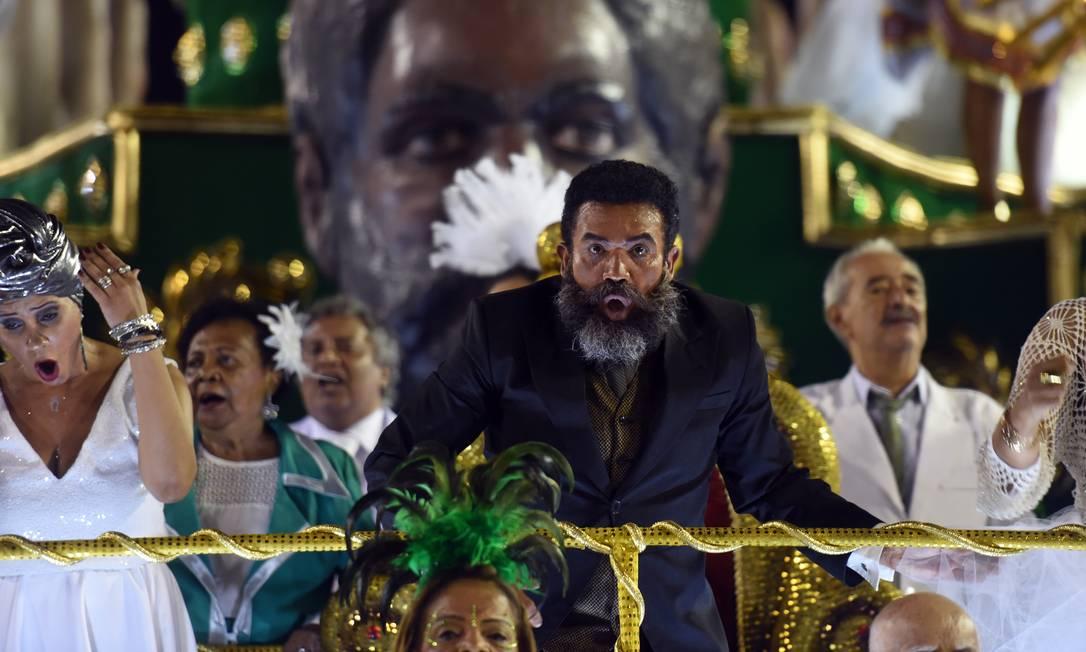 O ator Deo Garcez encarnou Luiz Gama, enredo da Acadêmicos do Cubango Foto: DIEGO MARTINS MENDES / Agência O Globo