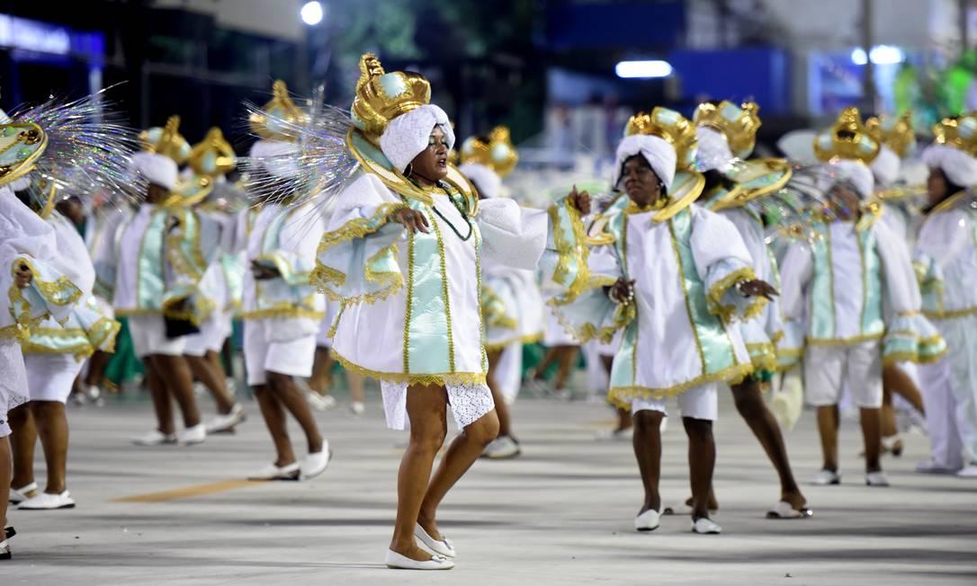Ala das Baianas do Império Serrano não teve a fantasia completa, faltando as tradicionais saias Foto: Diego Martins Mendes / Agência O Globo