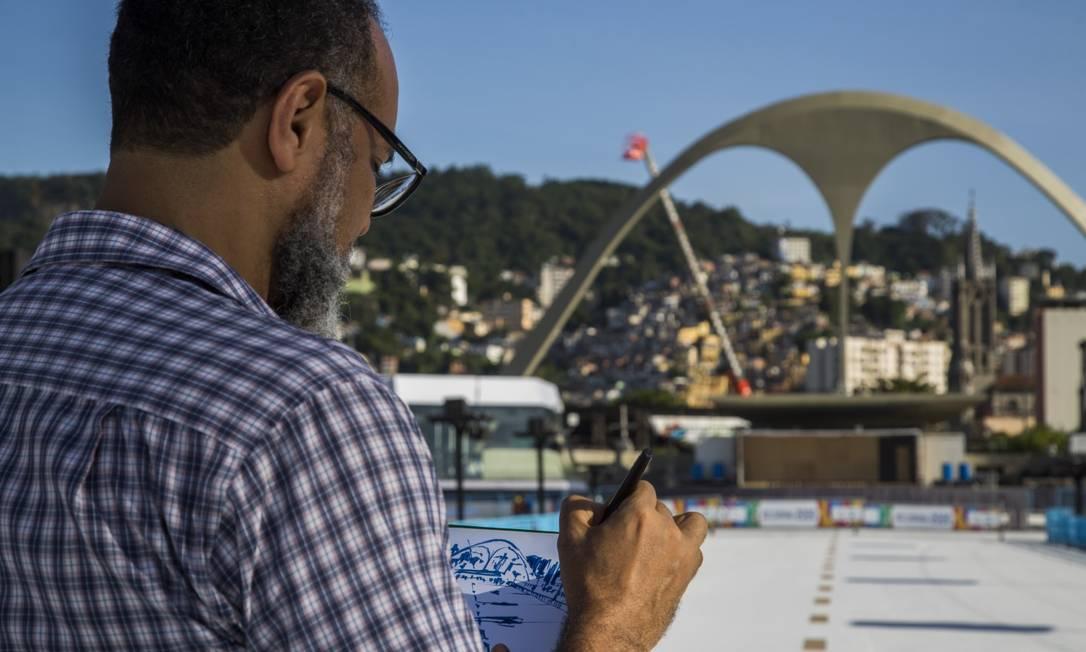 Francisco Leocádio é um dos coordenadores do Urban Sketchers Rio Foto: Guito Moreto / Agência O Globo
