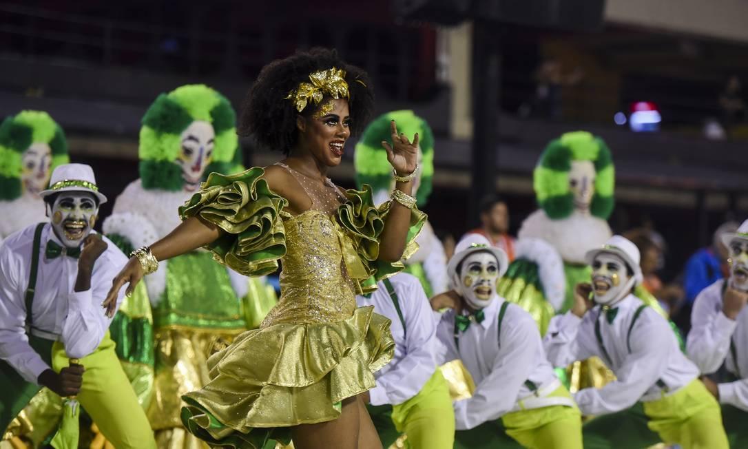 """Comissão de frente da Imperatriz homenageou a """"musa divinal"""" de Lamartine Babo Foto: DIEGO MARTINS MENDES / Agência O Globo"""
