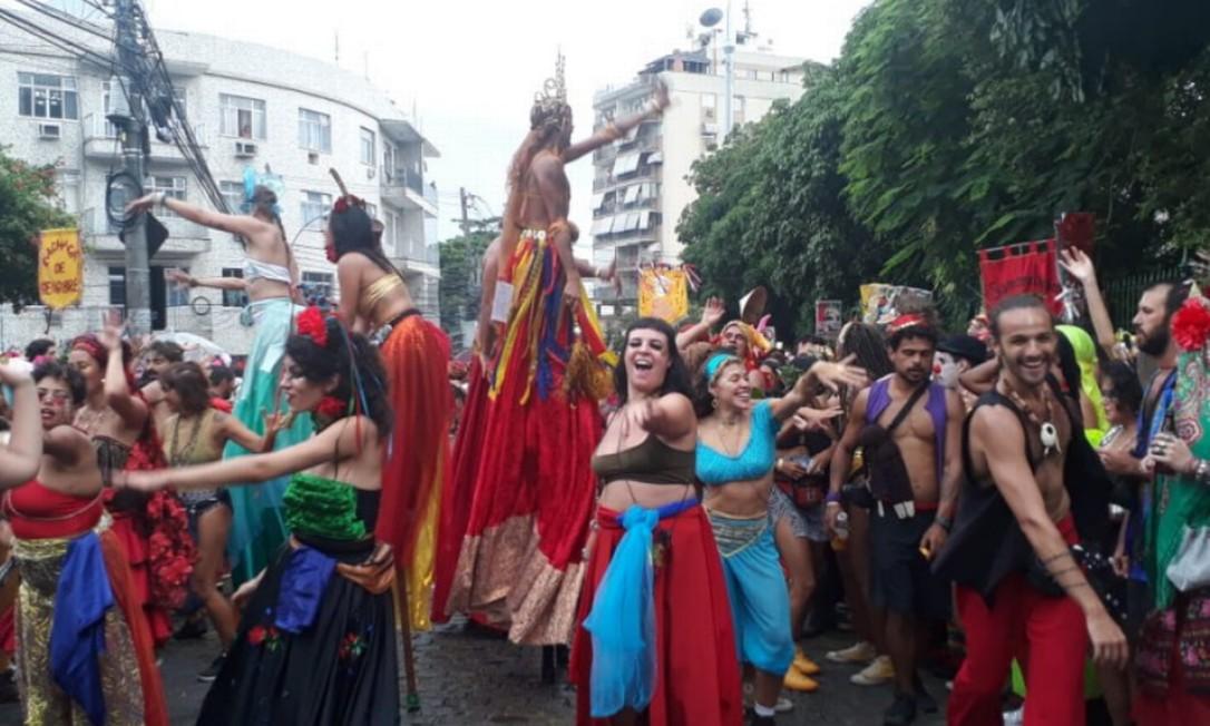 Dançarinos no bloco do Charanga Talismã, neste domingo Foto: Gabriela Oliva