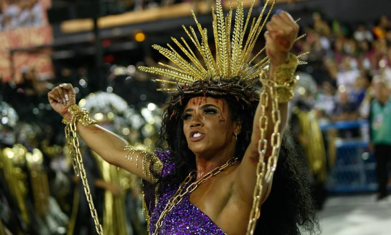 A rainha de bateria Evelyn Bastos não sambou em 2020, mas fez uma encenação Foto: Agência O Globo