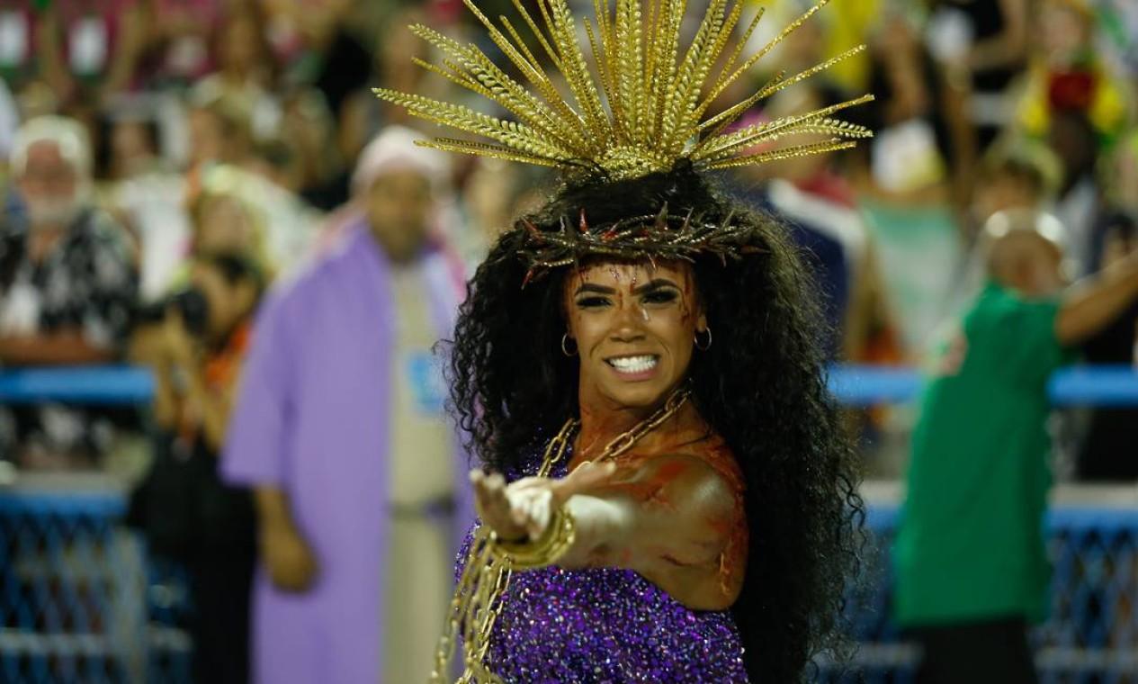 Evelyn foi uma das faces de Jesus no Sambódromo Foto: Agência O Globo