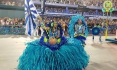 Lucinha Nobre, porta-bandeira da Portela, vem interpretando a Purabore (mulher-grávida). Para compôr a fantasia, ela vem com uma barriga falsa Foto: Felipe Grinberg
