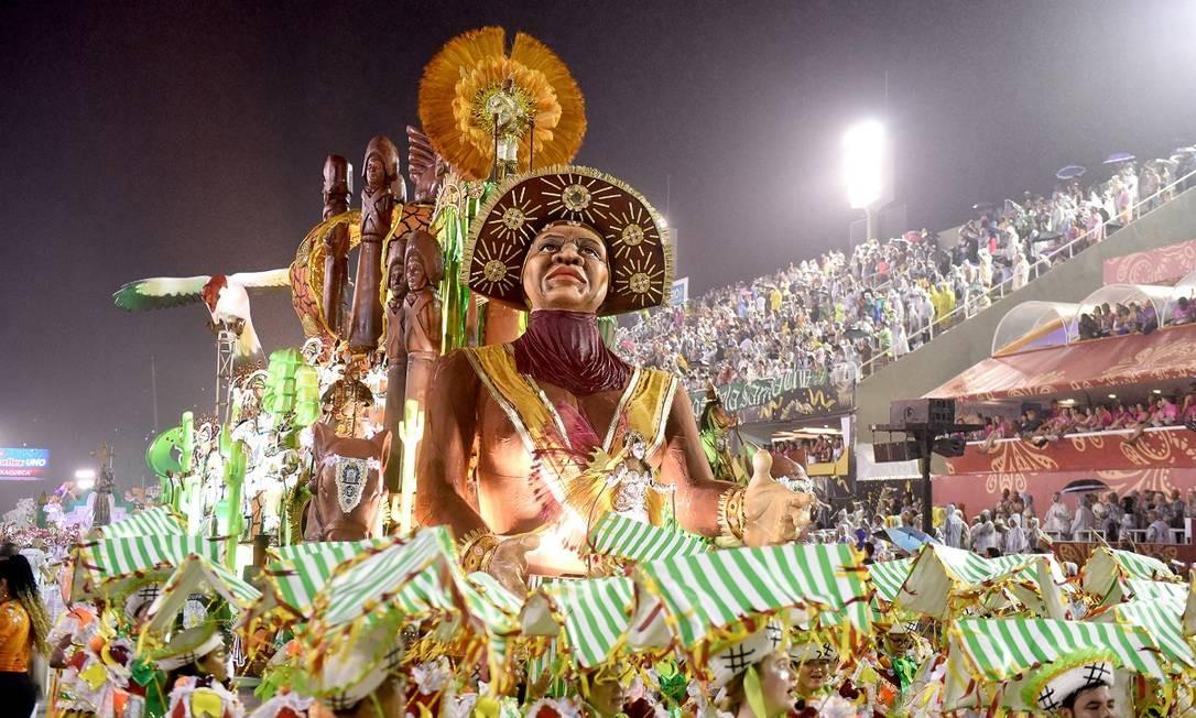 Carro alegórico da Acadêmicos de Santa Cruz, que homenageou a cidade de Barbalha, no Ceará, em seu desfile na Série A do carnaval carioca Foto: Diego Mendes / Agência O Globo