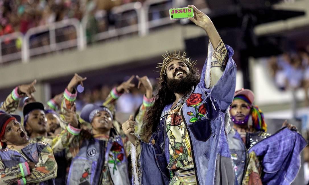 Mangueira: performance na primeira noite do desfile do Grupo Especial Foto: Divulgação/Ricardo Moraes (Reuters)