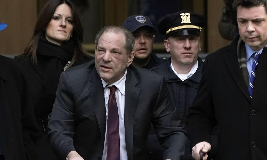Harvey Weinstein deixa a Suprema Corte em Manhattan, em 20 de fevereiro Foto: Timothy A. Clary / AFP