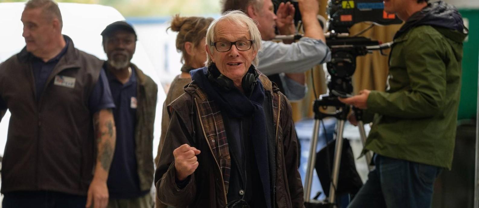 Ken Loach no set de 'Você não estava aqui': diretor quis dar continuidade a questões discutidas em 'Eu, Daniel Blake', premiado em Cannes em 2016 Foto: Joss Barratt / Divulgação