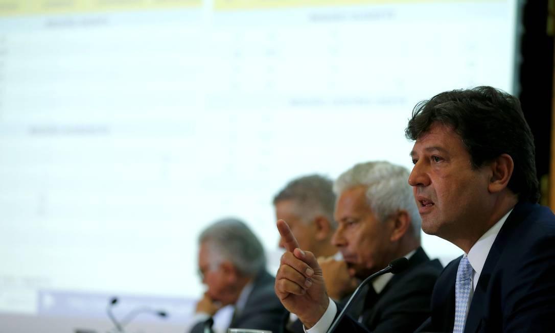 Ministro da Saúde, Luiz Henrique Mandetta, confirma o primeiro caso de coronavírus no Brasil, nesta quarta-feira, em coletiva Foto: Pablo Jacob / Agência O Globo