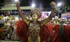 Raissa, rainha de bateria da Viradouro, durante o desfile da escola Foto: ANTONIO SCORZA / Agência O Globo