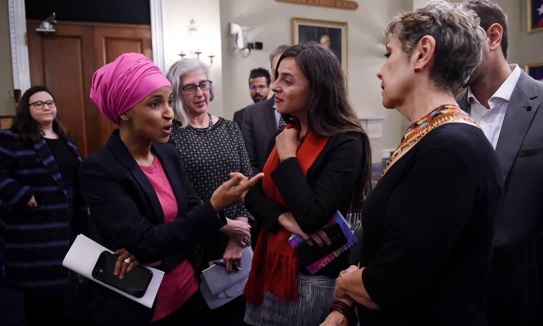 Deputada americana Ilhan Omar encontra delegação brasileira em Washington Foto: OLIVIER DOULIERY / AFP/26-02-2020