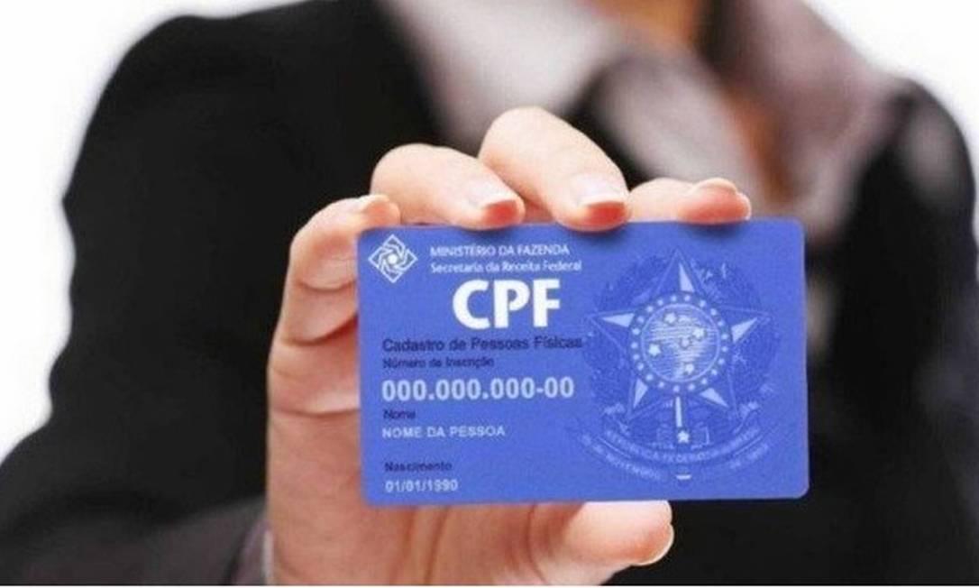 A Receita Federal exige CPFs para declarar dependentes Foto: Arquivo
