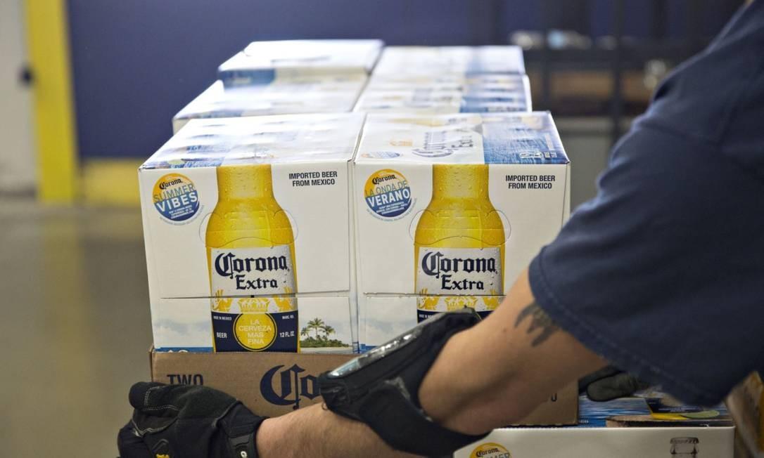"""Pesquisas on-line sobre """"vírus de cerveja corona"""" e """"coronavírus de cerveja"""" mostram que a cerveja mexicana não conseguiu escapar da associação com o novo vírus Foto: Bloomberg"""