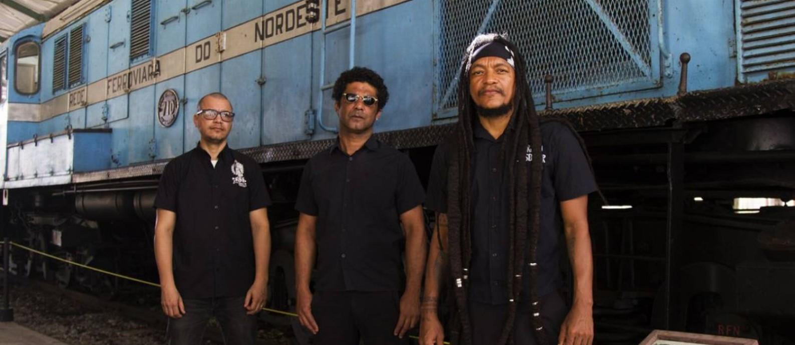 A banda Devotos, com o vocalista Cannibal à direita Foto: Aline Sales / Divulgação