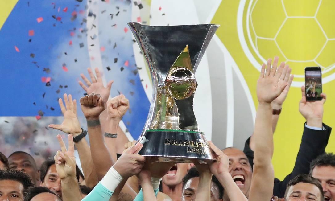Último time a levantar a taça do Brasileiro foi o Flamengo Foto: SERGIO MORAES / Reuters