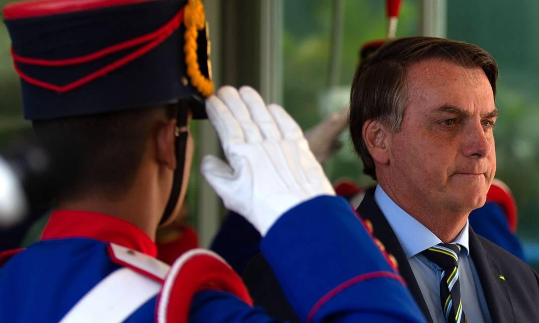 O presidente Jair Bolsonaro deixa o Ministério da Defesa, em Brasília Foto: Jorge William / Jorge William