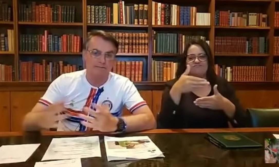 Bolsonaro faz transmissão ao vivo nas redes sociais Foto: REprodução