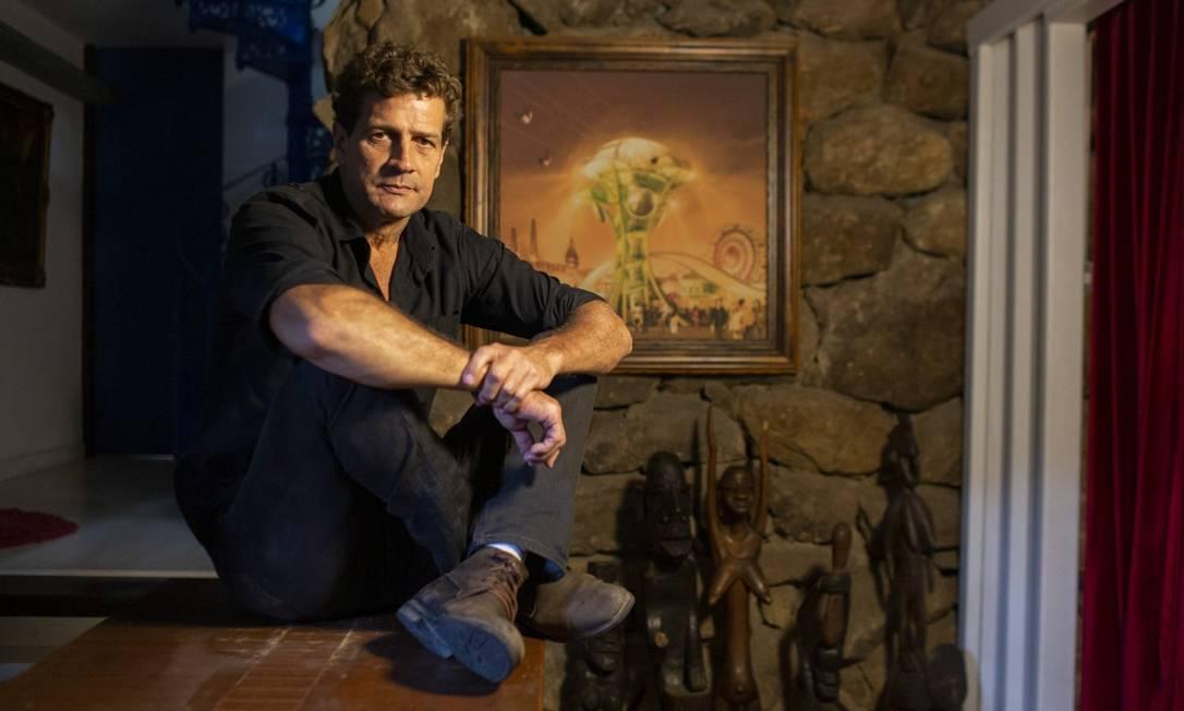 O arquiteto João Uchôa em seu escritório em Botafogo Foto: Gabriel Monteiro / Agência O Globo