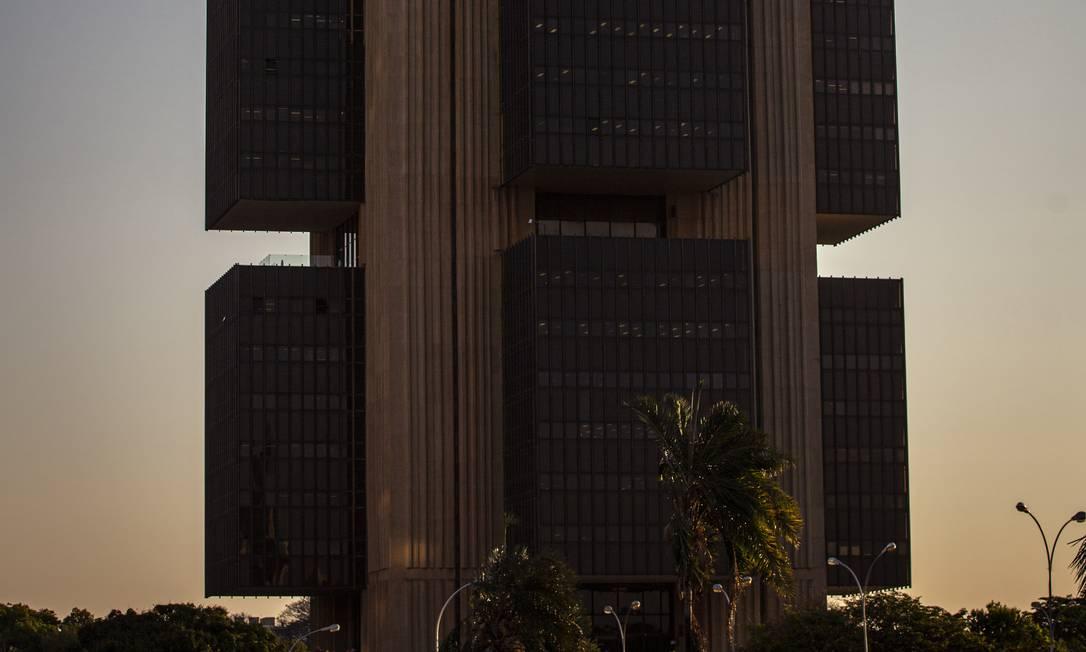 A estatística é divulgada mensalmente pelo Banco Central Foto: Daniel Marenco / Agência O Globo