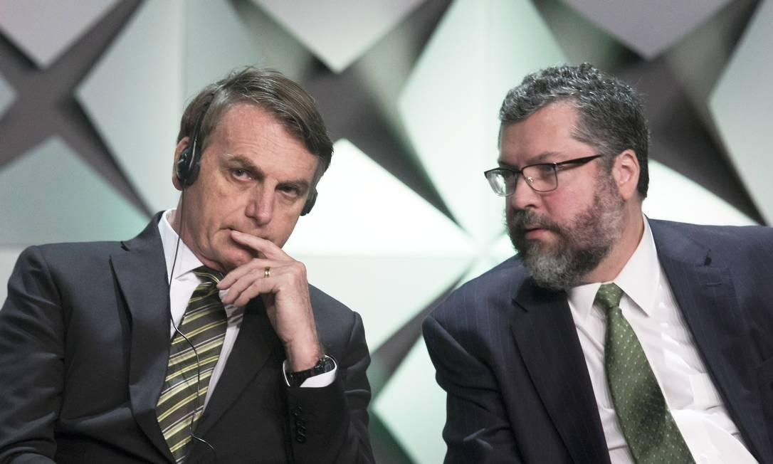 Presidente, Jair Bolsonaro, o Ministro das Relações Exteriores, Ernesto Araujo Foto: Edilson Dantas / Agência O Globo