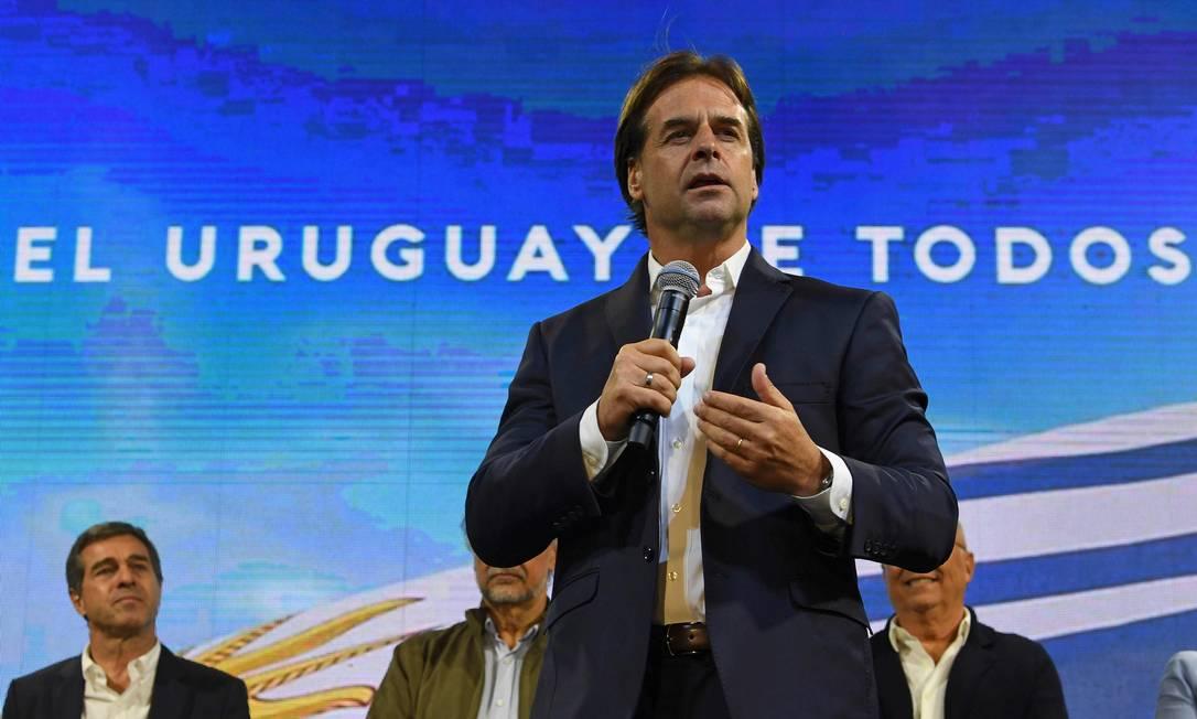Lacalle Pou: a frente de coalizão de cinco partidos, presidente de centro-direita inicia mandato neste domingo Foto: PABLO PORCIUNCULA / AFP