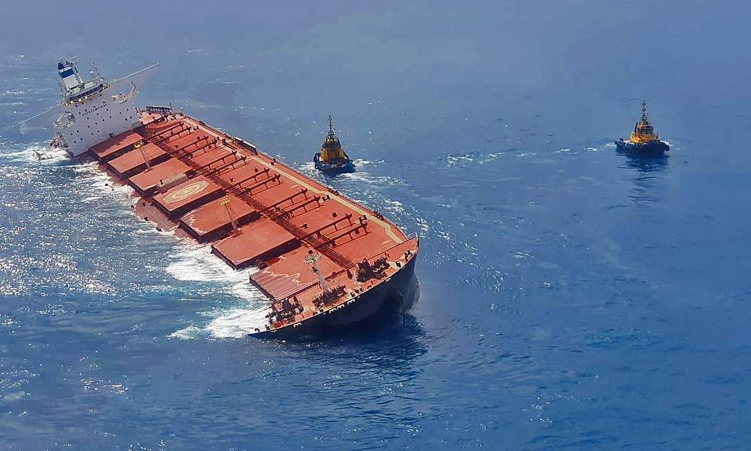 O navio MV Stellar Banner arrendado pela Vale Foto: - / AFP