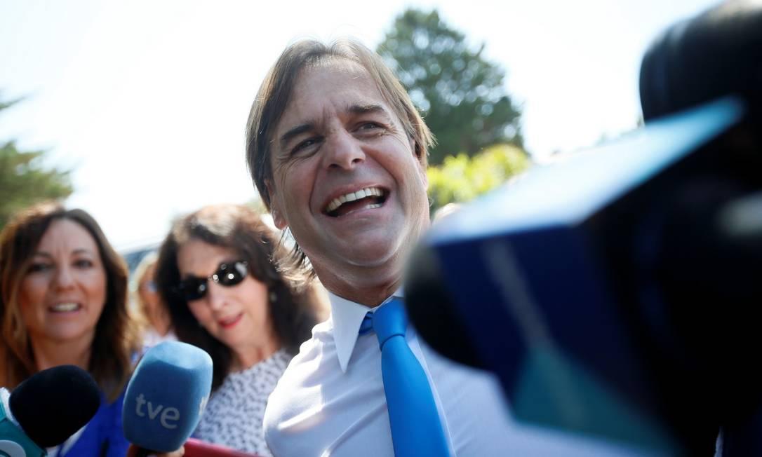 Luis Lacalle Pou fala com a mídia após encontro com rei Felipe da Espanha Foto: MARIANA GREIF / REUTERS