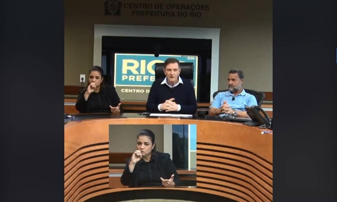Marcelo Crivella publicou vídeo no Facebook para falar sobre as chuvas neste sábado Foto: Facebook / Reprodução