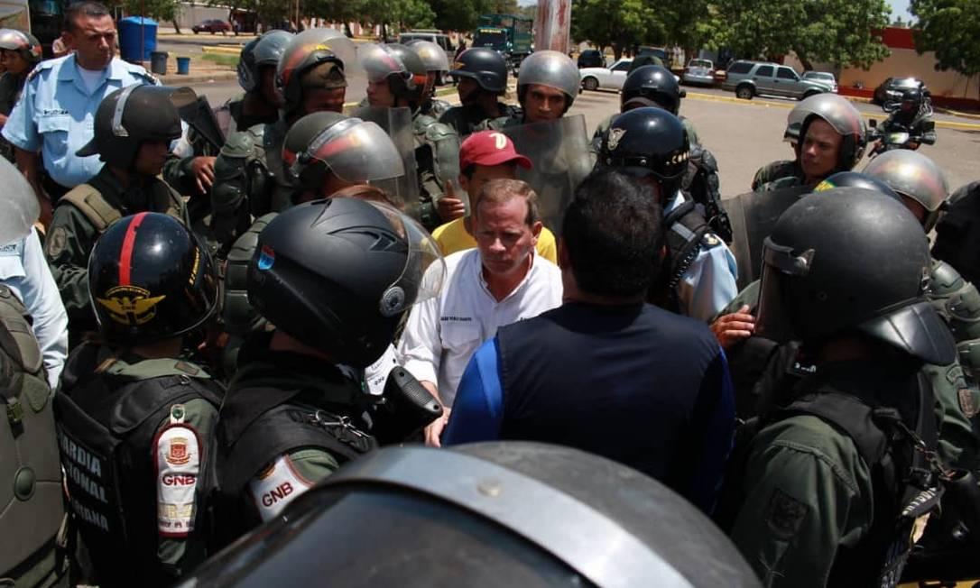 Juan Pablo Guanipa, vice-presidente do Parlamento venezuelano, durante saga para acompanhar a posse de Lacalle Pou Foto: Janaína Figueiredo
