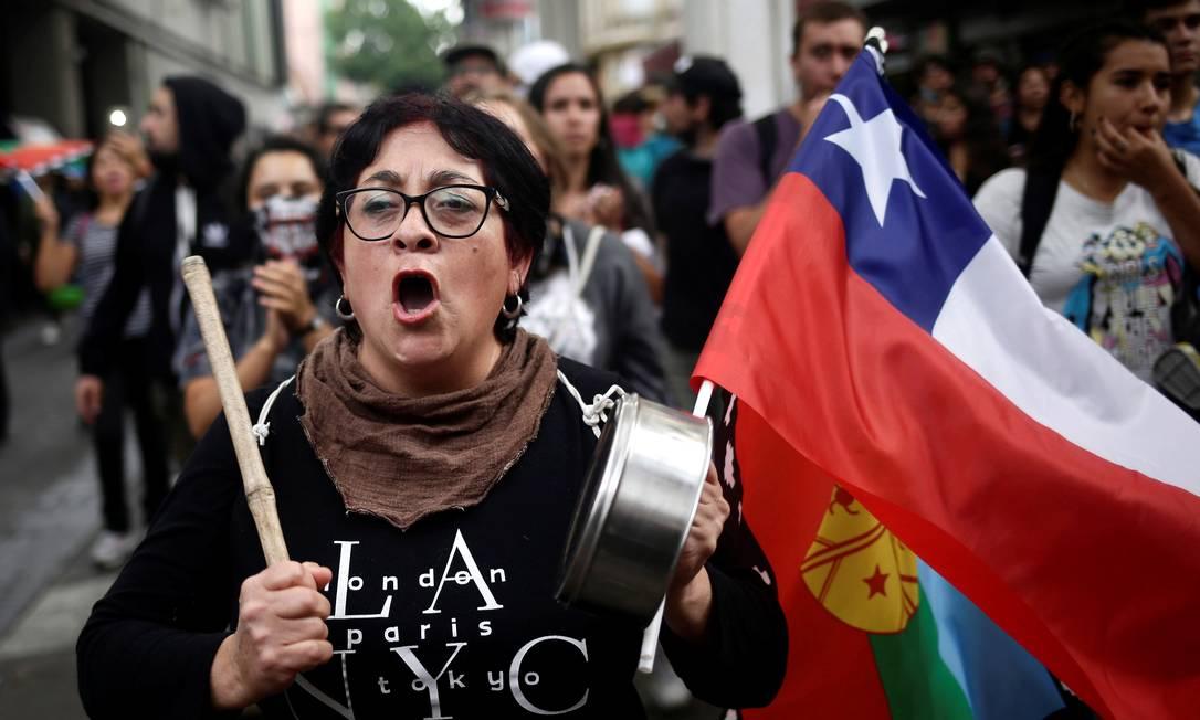 Manifestantes participam da chamada Supersegunda, em nova leva de protestos no Chile Foto: JUAN GONZALEZ / REUTERS
