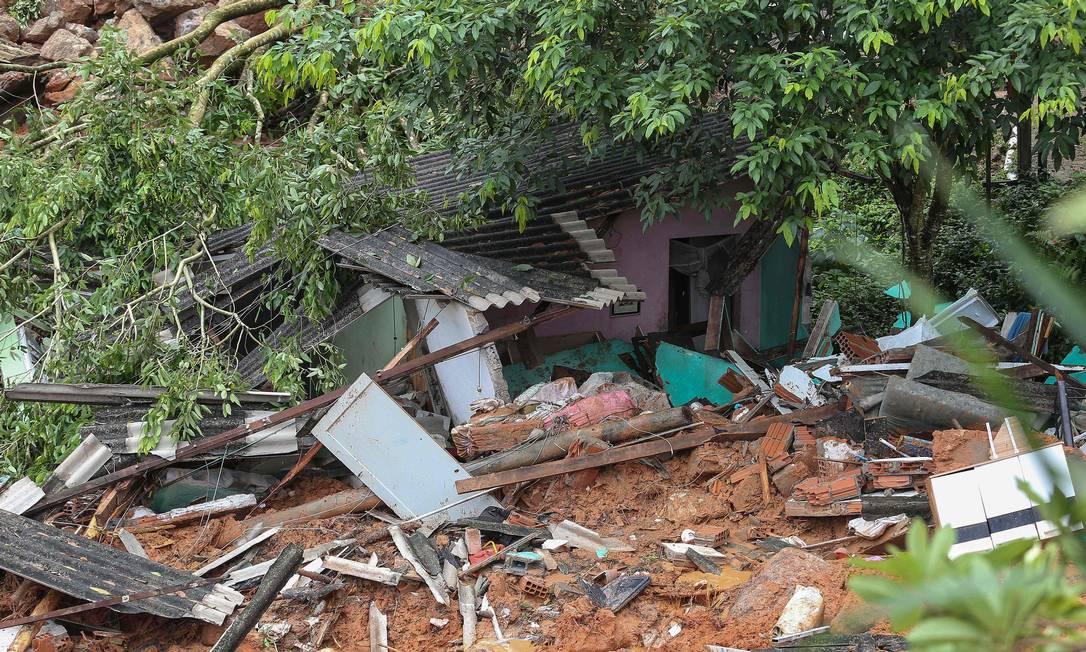 Segundo a Defesa Civil, o acumulado de chuva nas últimas 12 horas no Guarujá chegou a 282 mm Foto: Guilherme Dionizio / AFP