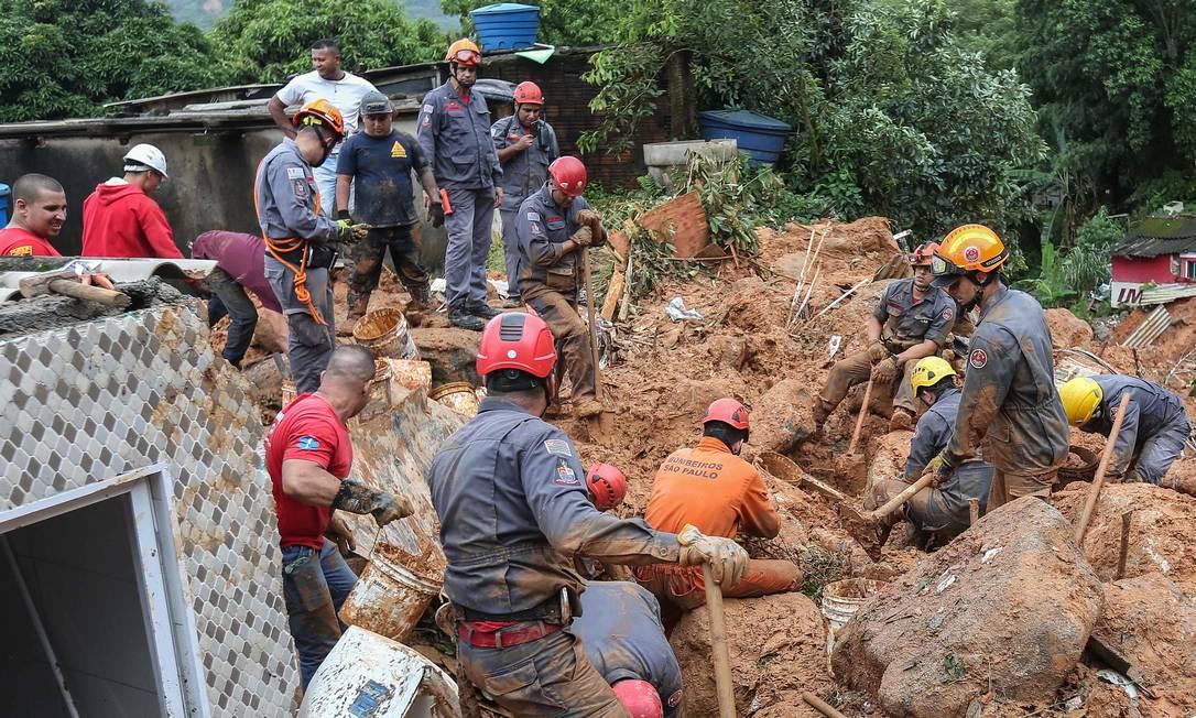 Morro do Macaco Molhado, no Guarujá, litoral sul de São Paulo, foi a localidade mais atingida pelo temporal Foto: Guilherme Dionizio / AFP
