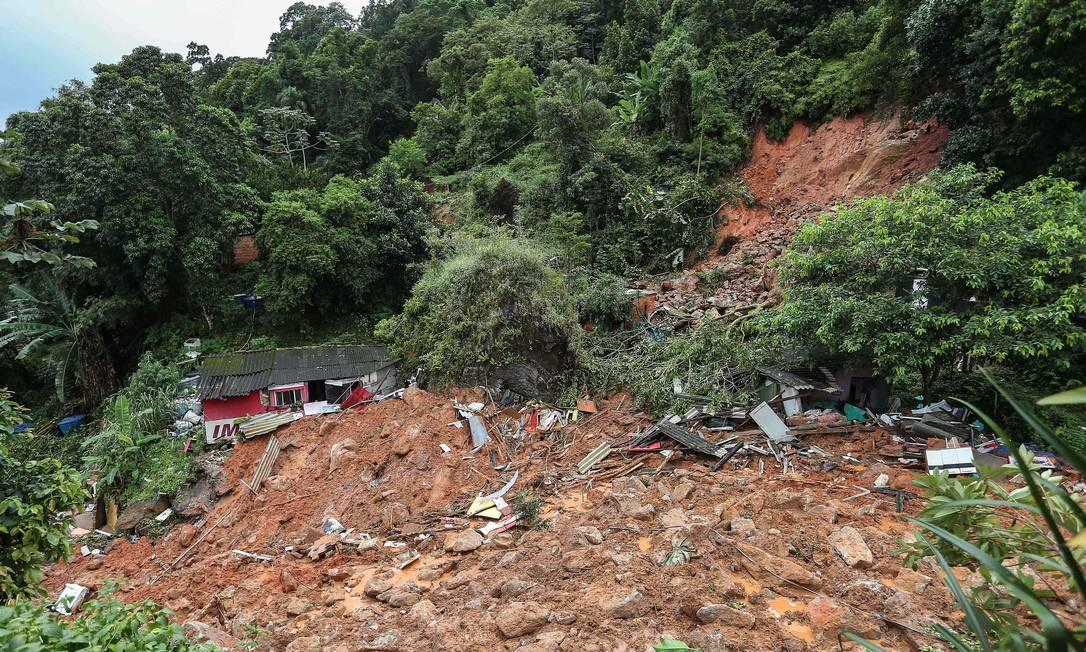 A previsão para esta terça-feira é de mais chuvas no litoral de São Paulo Foto: Guilherme Dionizio / AFP