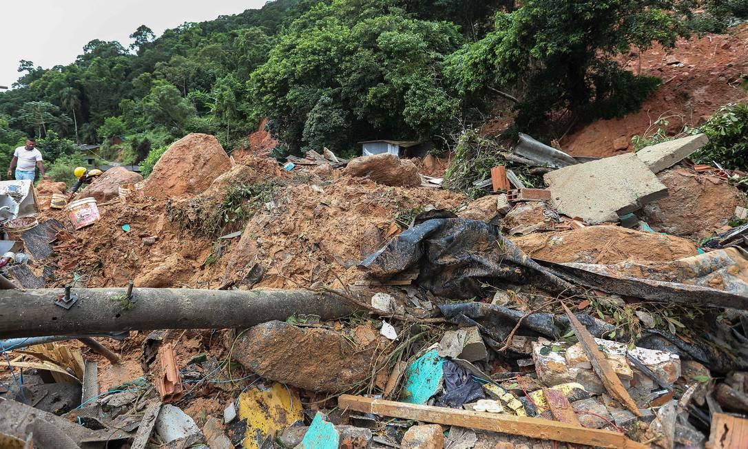 Pelo menos 200 pessoas no Guarujá estão desabrigadas. Foto: Guilherme Dionizio / AFP