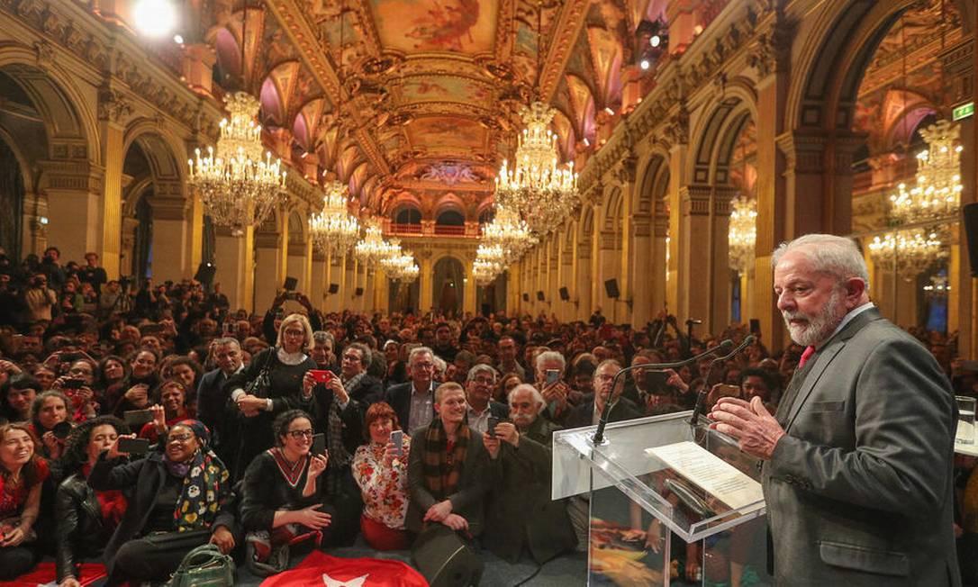 O ex-presidente Luiz Inácio Lula da Silva discursa na prefeitura de Paris na segunda-feira (3) Foto: Ricardo Stuckert