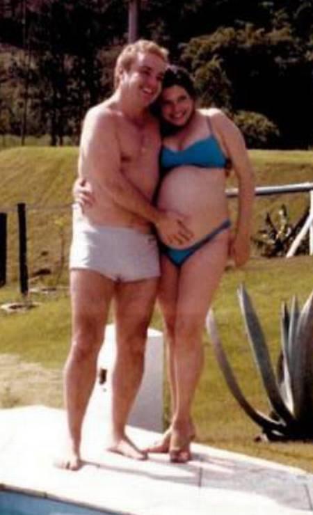 Gugu acaricia barriga de Rose Miriam durante gravidez Foto: Arquivo Pessoal / Rose Miriam