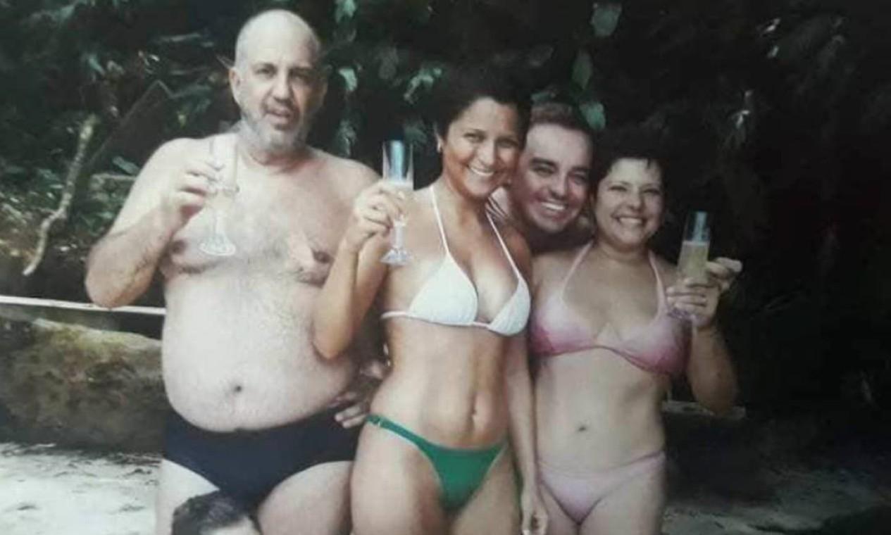 Gugu, Rose e amigos durante viagem a Angra dos Reis, no Rio Foto: Arquivo Pessoal / Rose Miriam