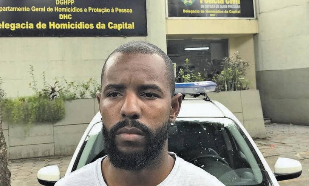Jamerson em frente à DH: a polícia usou um depoimento antigo para a nova prisão Foto: Agência O Globo