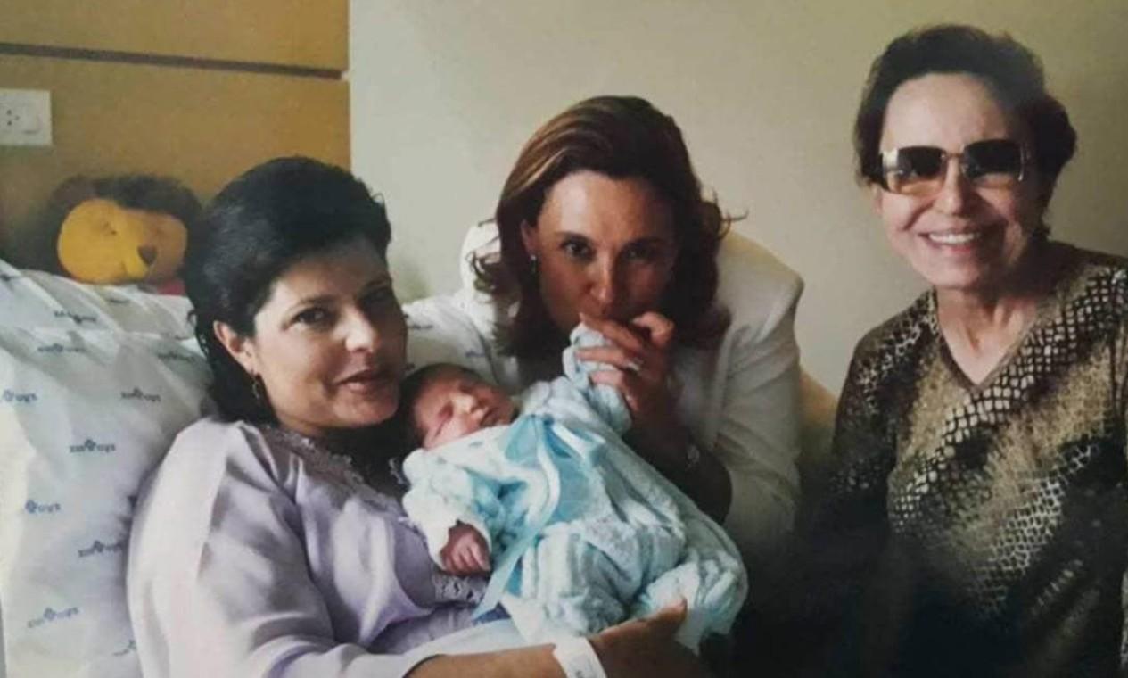 Rose com a irmã de Gugu, Aparecida Liberato, e a mãe de Gugu, Maria do Céu Foto: Arquivo Pessoal / Rose Miriam