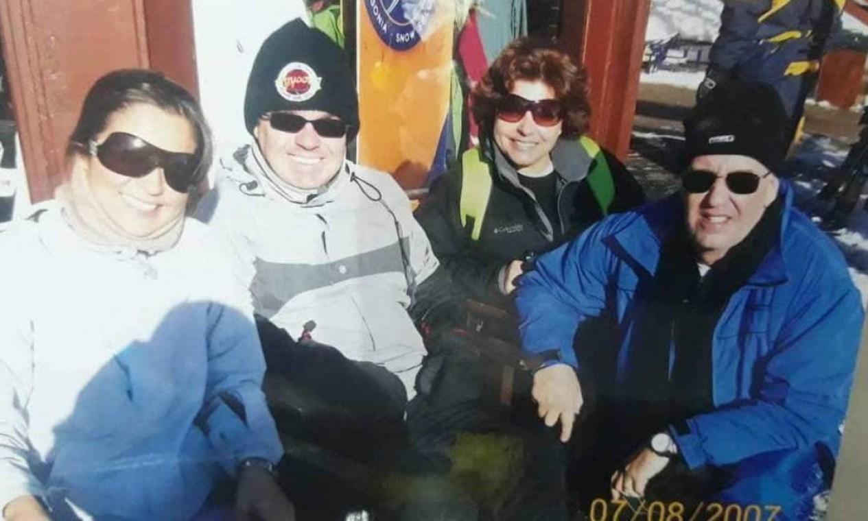 Rose e Gugu em viagem com amigos a Bariloche Foto: Arquivo Pessoal / Rose Miriam