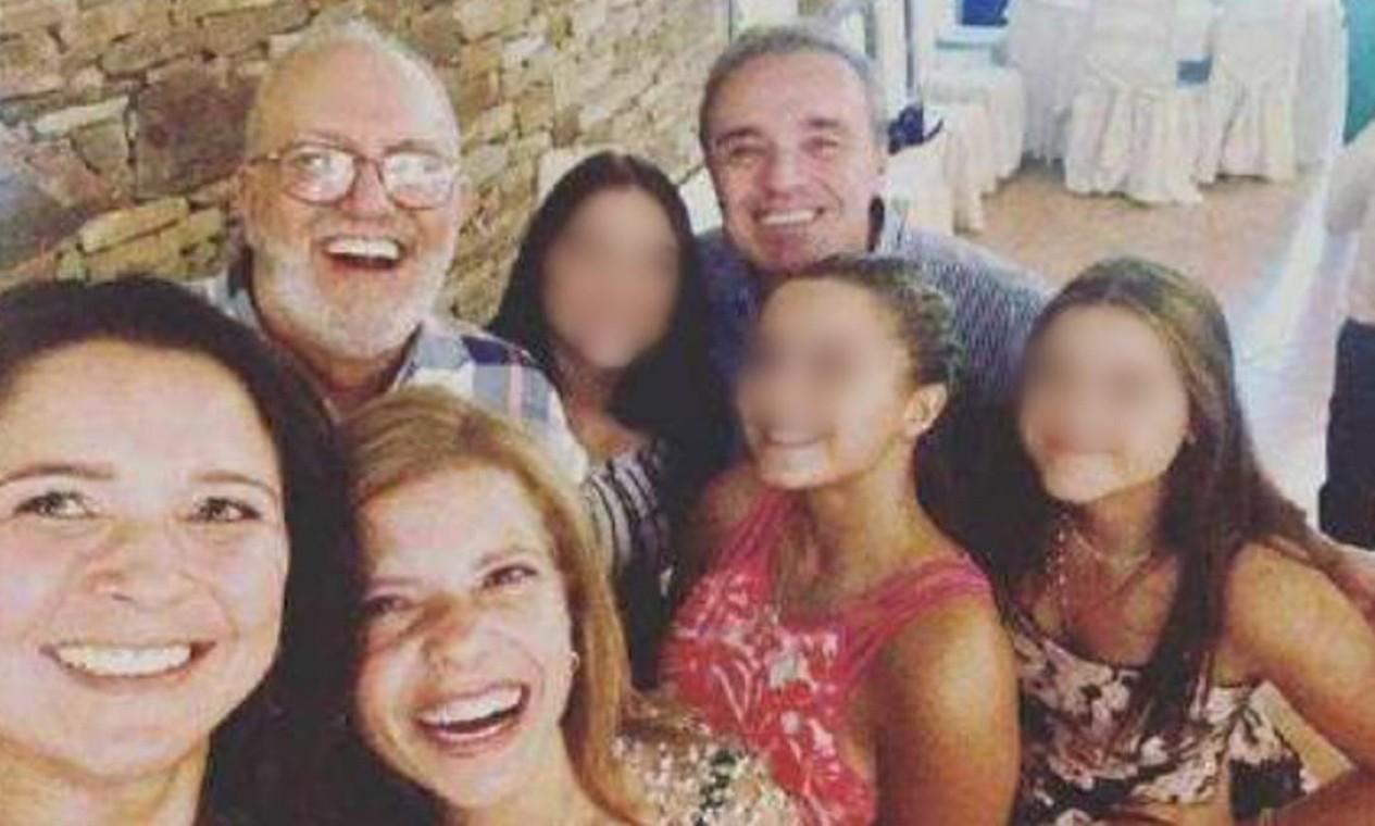 Gugu e família em viagem a Portugal, em 2019, uma das últimas imagens do apresentador em vida Foto: Arquivo Pessoal / Rose Miriam