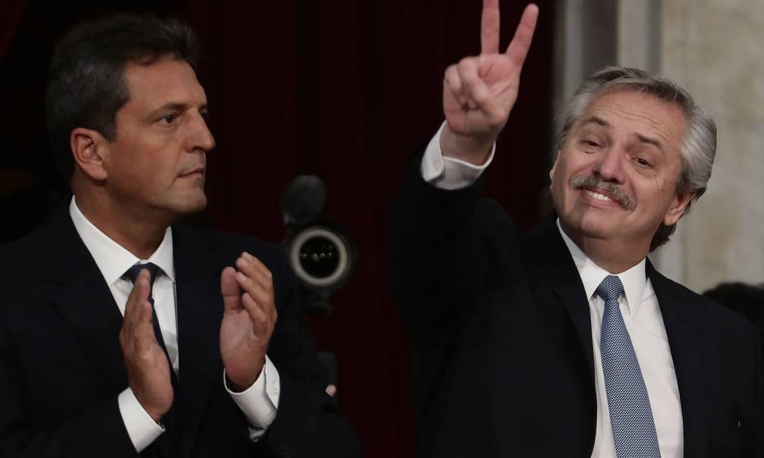 Presidente da Camara dos Deputados da Argentina, Sergio Massa (E), ao lado do presidente do país, Alberto Fernández, durante sessão de abertura dos trabalhos do Legislativo, no domingo Foto: ALEJANDRO PAGNI / AFP