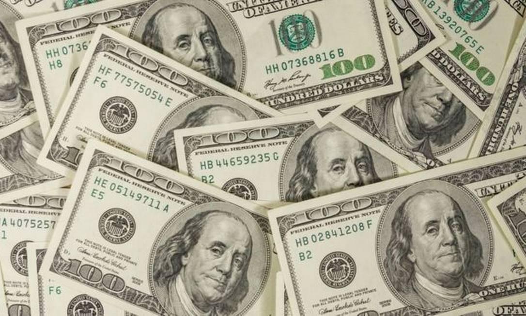 """""""O dólar mudou de patamar, não vai voltar mais aos R$ 4. Se o quadro se reverter e houver muita notícia boa: vacina, cura, pode voltar a R$ 4,10, R$ 4,15"""", diz Vanei Nagem Foto: GETTY IMAGES"""