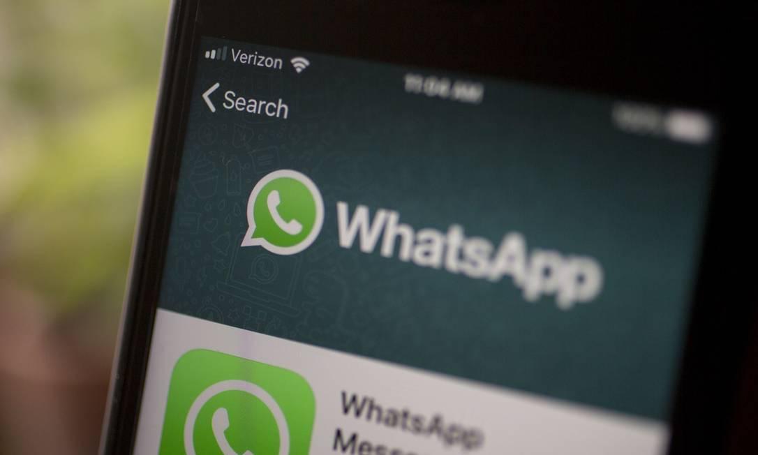 Popular entre brasileiros, WhatsApp se tornou alvo de golpistas, que usam plataforma para enganar vítimas Foto: Andrew Harrer / Bloomberg