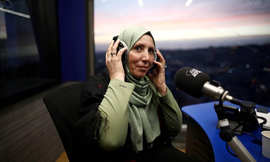 Iman Yassin Khatib, durante entrevista a um programa de rádio Foto: AMMAR AWAD / REUTERS / 05-02-2020
