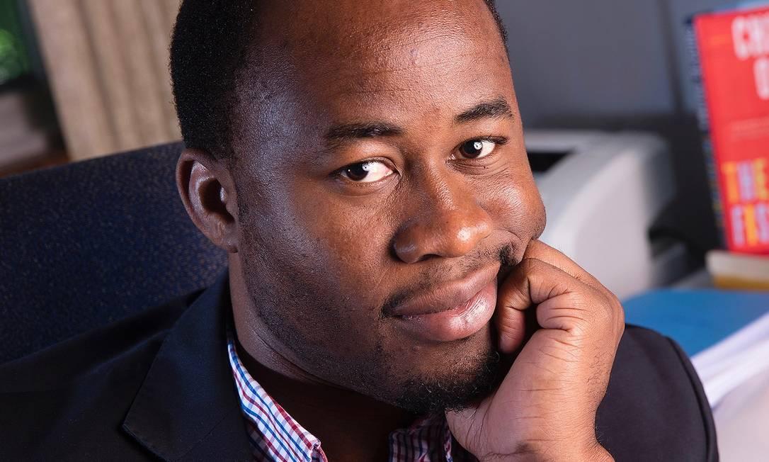 """O escritor nigeriano Chigozie Obioma, autor de """"Os pescadores e """"Uma orquestra de minorias"""", que vem para a Flip Foto: Divulgação"""