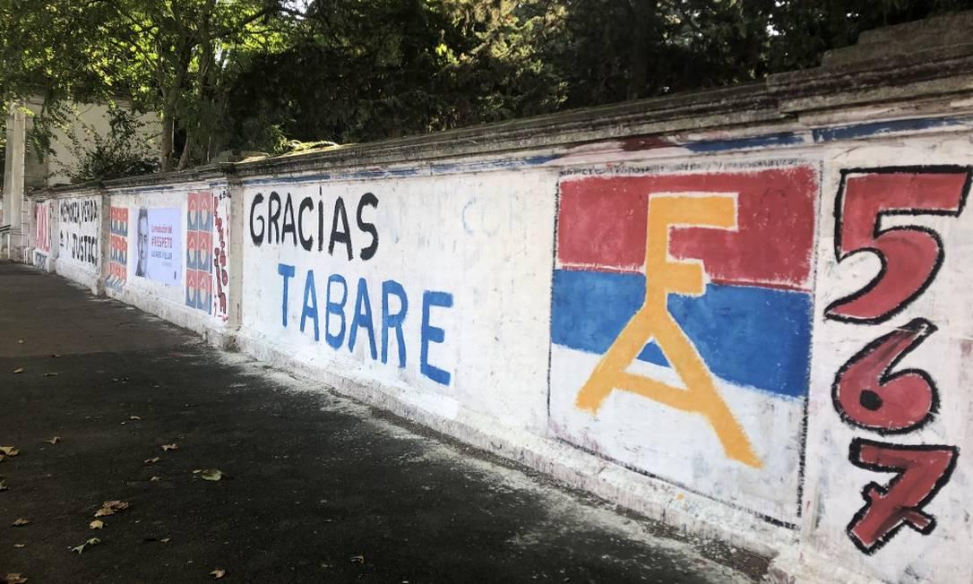 Grafite em muro em Las Tejas, bairro pobre de Montevidéu, agradece ao ex-presidente Tabaré Vázquez Foto: Janaína Figueiredo